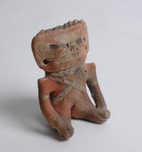 Figurilla de terracota que representa a un guerrero Timoto-Cuica, ejemplo de obras precolombinas estudiadas por el autor